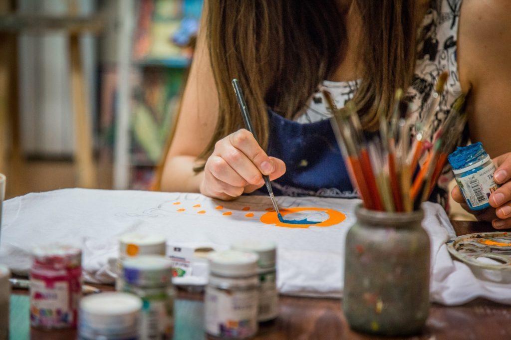 Мастер-класс по росписи сумок и футболок