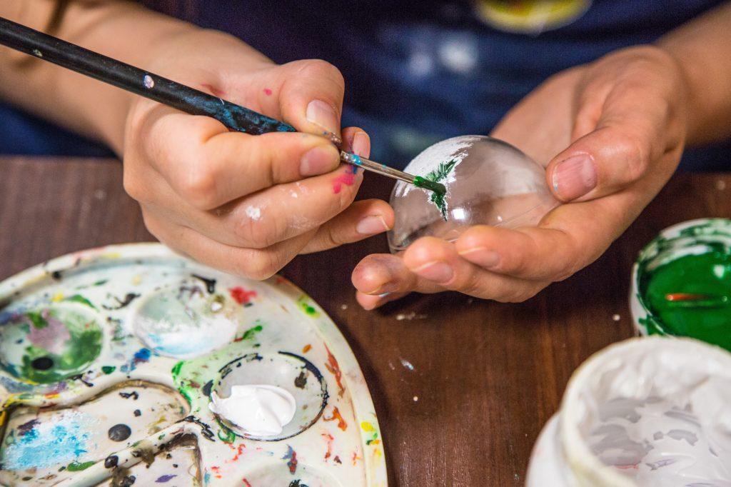 Мастер-класс по росписи новогодних игрушек