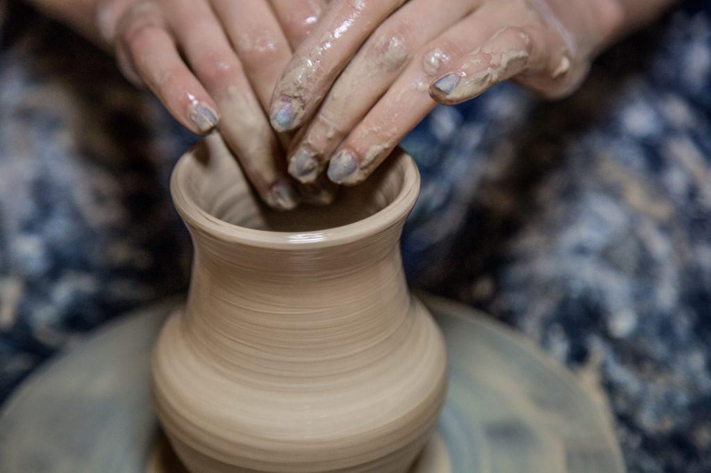 Антистресс для сотрудников: гончарство и лепка из глины